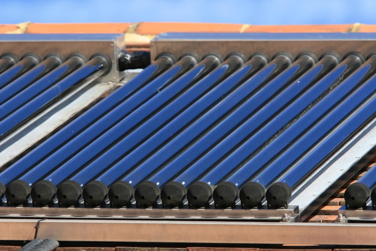 Voordelen en nadelen van zonneboiler op een hellend dak